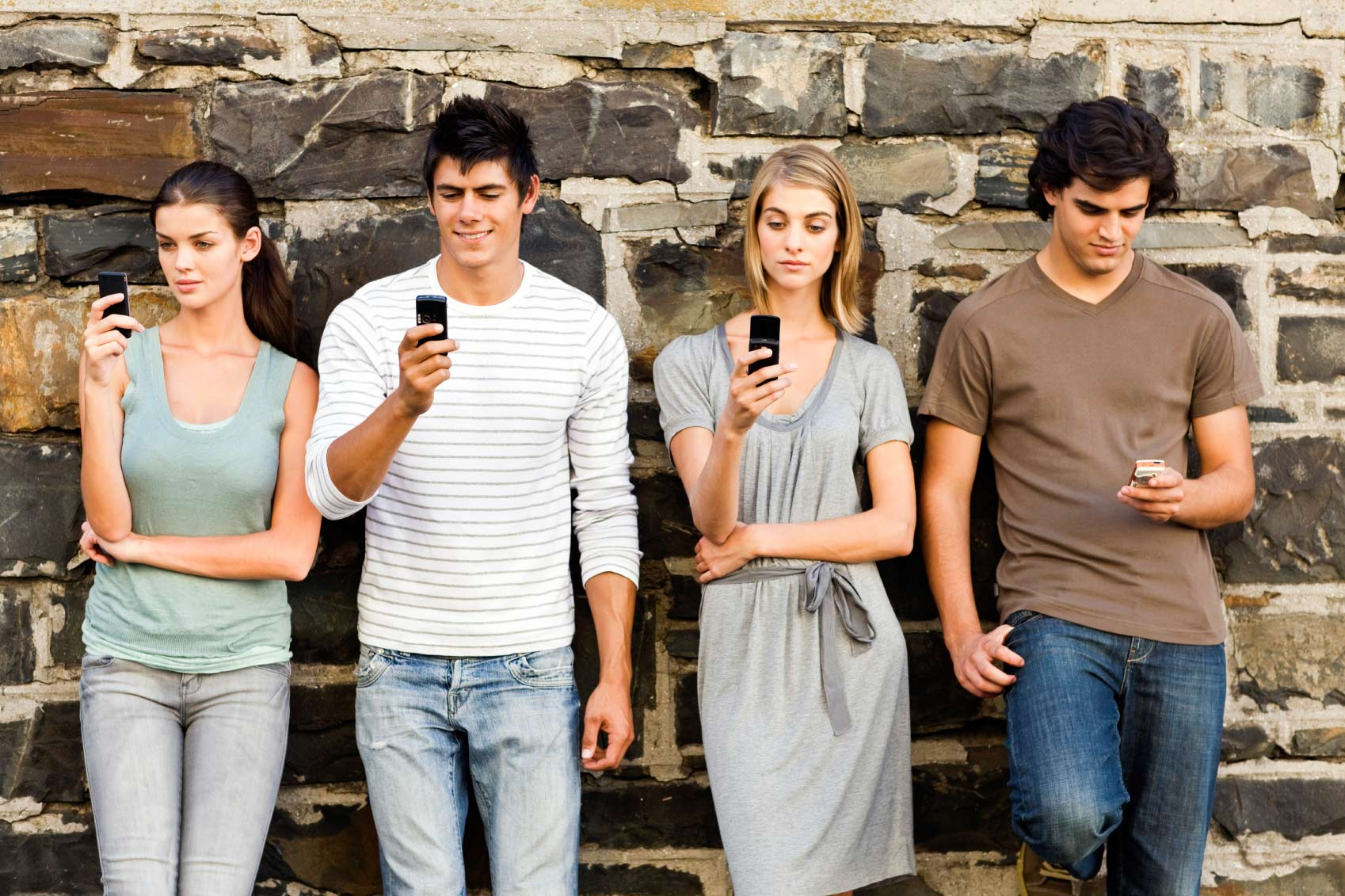 effects of mobile phones among youth Effects by either prohibiting the use of mobile phones during lecture hours or encouraging students to switch off their phones or put them on silence mode while receiving lectures the significance of this paper for the nigerian educational system is that if its.